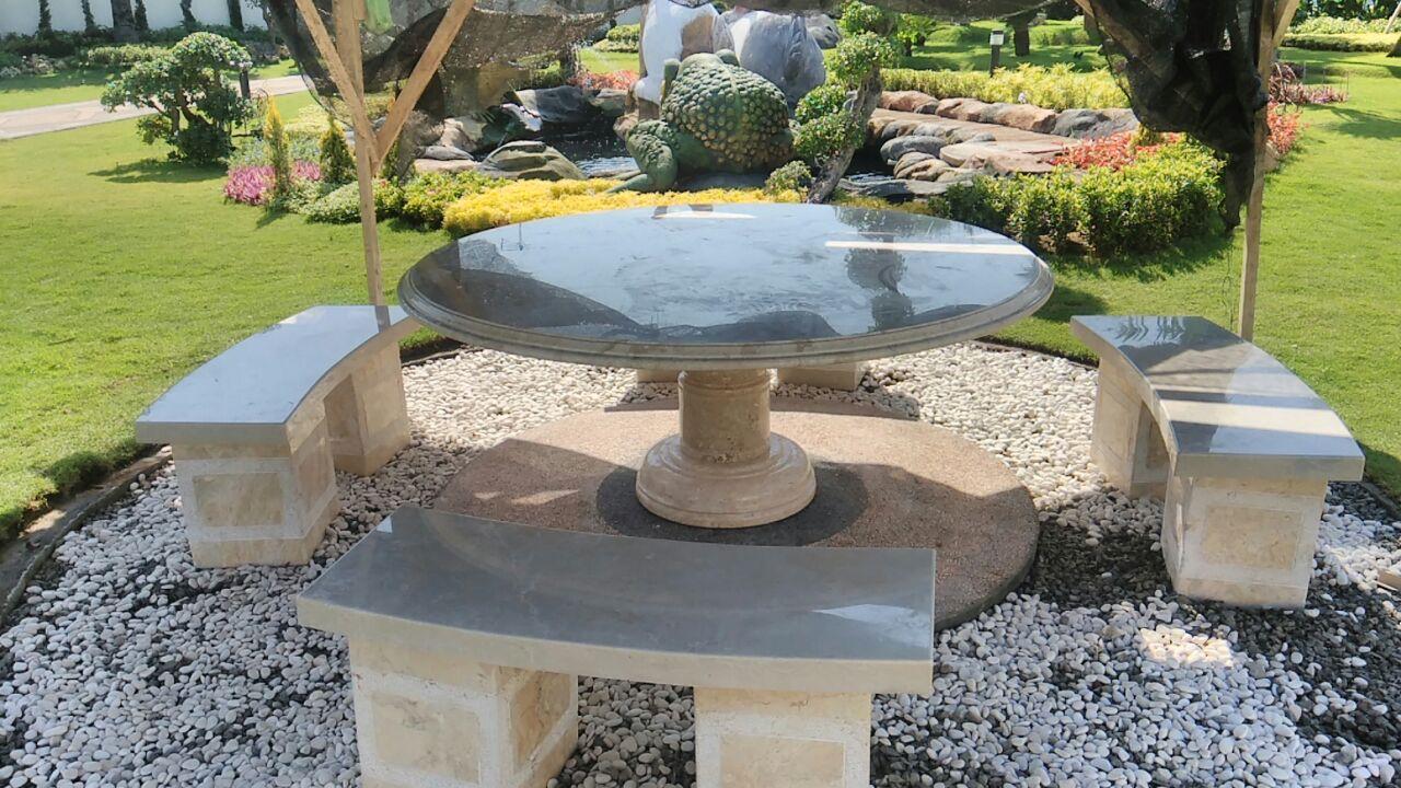 Meja Taman Batu Alam